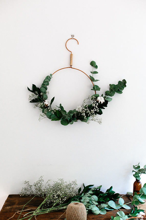 simple-wreath-freckle-and-wulff
