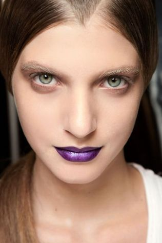 come-abbinare-ultra-violet-pantone-2018-make-up