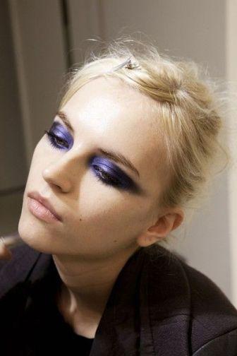 Trucco-occhi-ultra-violet-labbra-nude